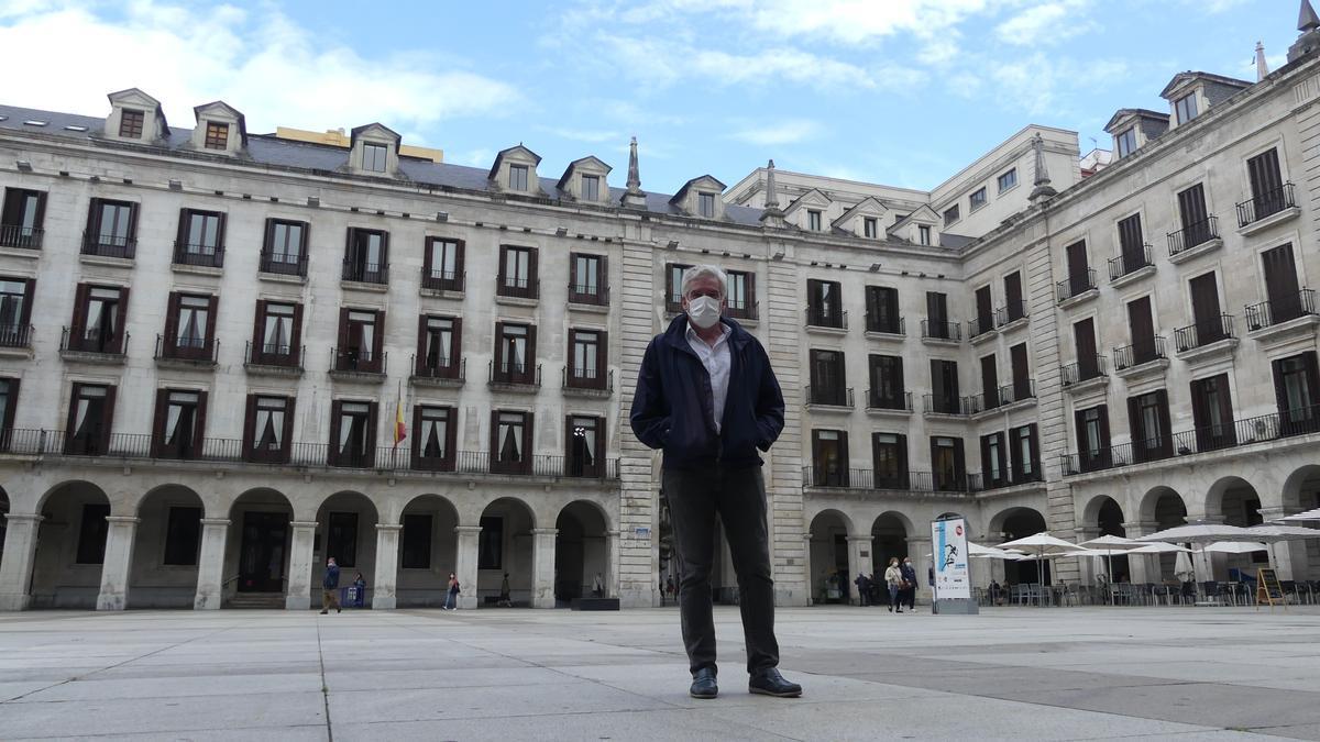 José María Fuentes-Pila es partidario de cubrir la Plaza Porticada.