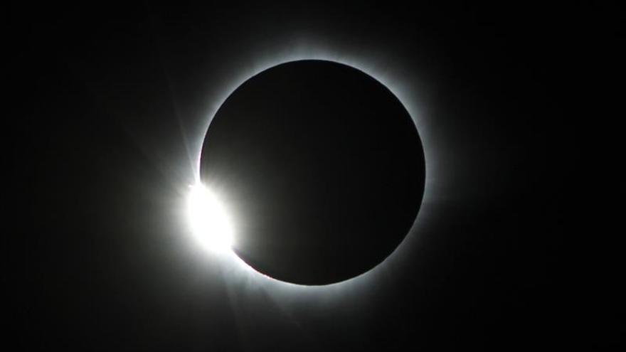 Imagen de un eclipse total de sol. EFE