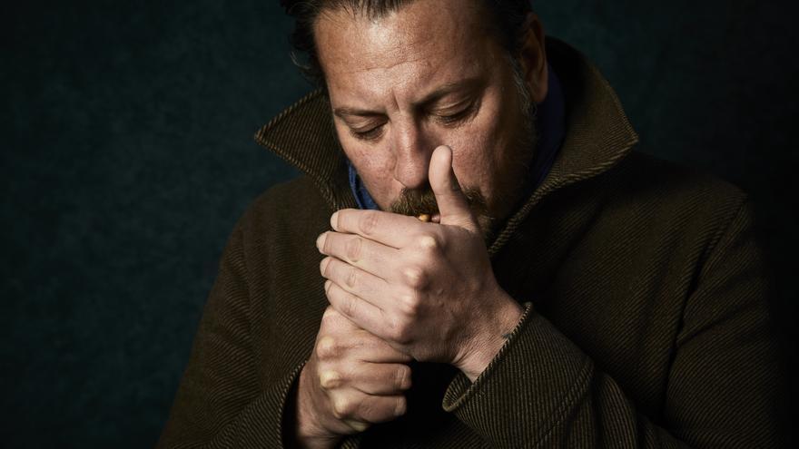 Ray Loriga durante la entrevista con eldiario.es para presentar su nueva novela: 'Sábado, domingo'.