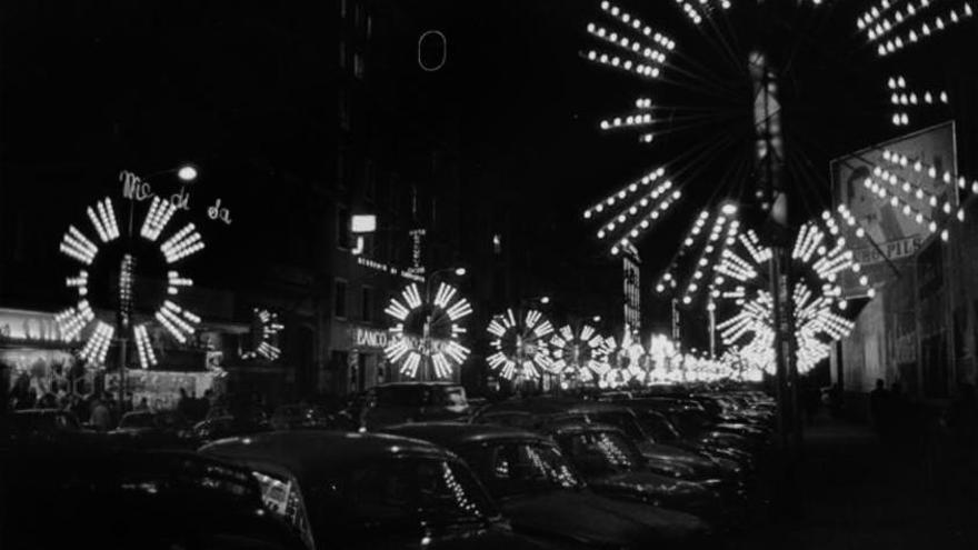 El carrer Pelayo engalanat per Nadal als anys 60