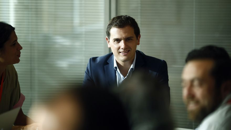 Rivera insiste en que C's estará en la oposición si Rajoy gobierna y que el PSOE tiene la pelota en su tejado