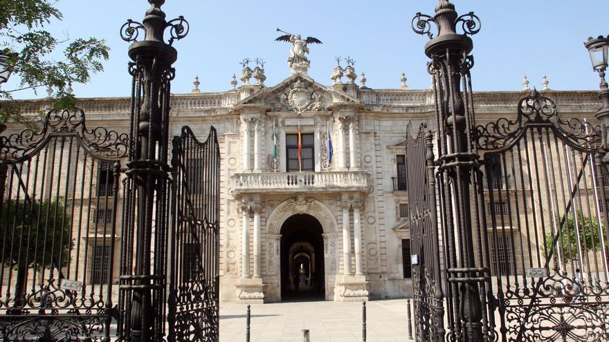 Archivo - Rectorado de la Universidad de Sevilla, en una imagen de archivo.