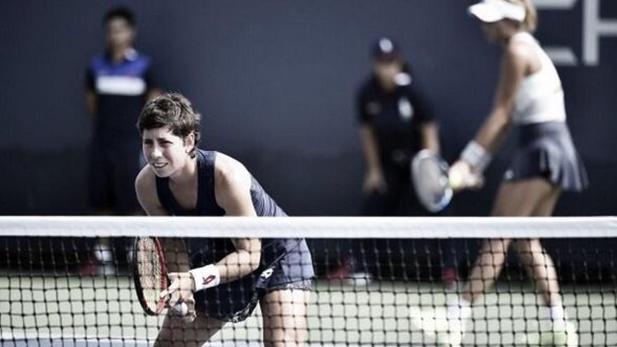 Carla Suarez y Garbiñe Muguruza durante el Masters de Singapur. (twitter oficial Carla Suarez).