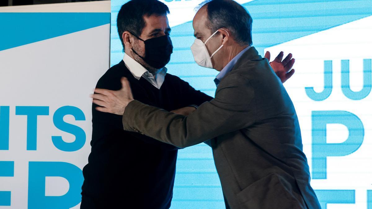 Imagen de archivo del secretario general de Junts per Catalunya (JxCat), Jordi Sànchez (i), y del exconseller Jordi Turull (d).