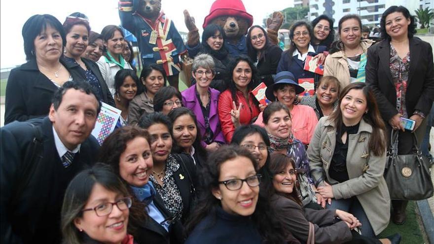 La hija del creador del oso Paddington visita Perú