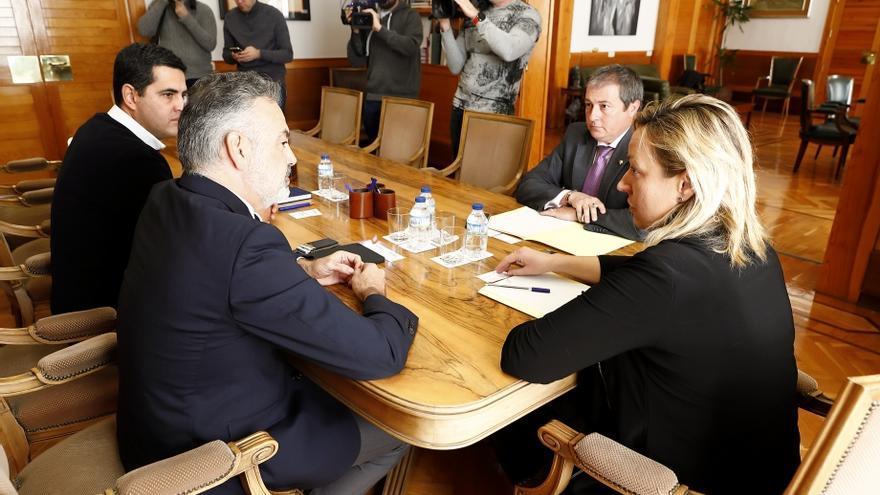 La consejera de Economía del Gobierno de Aragón, Marta Gastón,con el equipo directivo de Rhenus Automotive