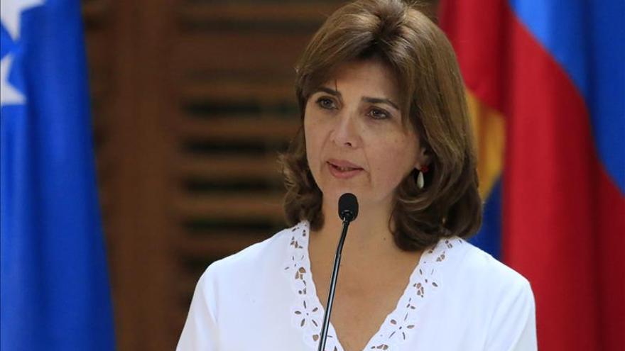 La canciller colombiana viajará a La Haya para presentar el acuerdo con las FARC