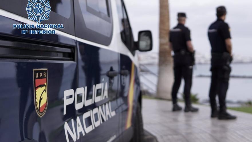 Detenido por negarse a ponerse la mascarilla dentro de una guagua en Las Palmas de Gran Canaria