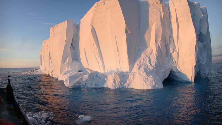 Iceberg a estribor.