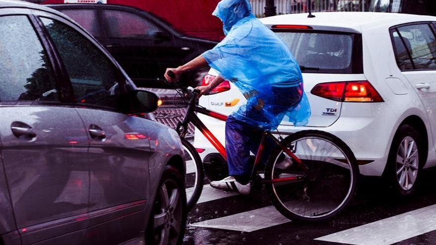 La nueva ley de tránsito en Chile regula la relación entre conductores y ciclistas