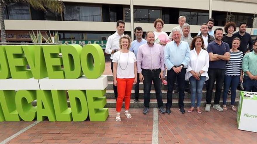 Miembros de la candidatura de NC en Las Palmas de Gran Canaria, con Pedro Quevedo a la cabeza. (EFE)