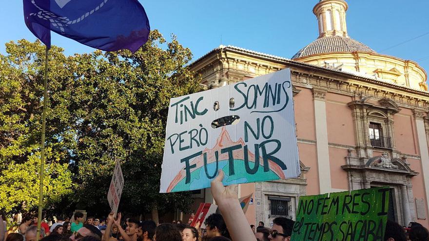 Una de las pancartas en la concentración contra el cambio climático en Valencia