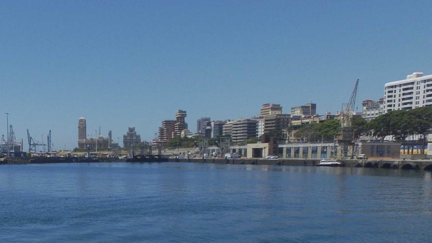 Imagen de archivo de la línea de atraque en que se halla la estación marítima, en el muelle de Ribera