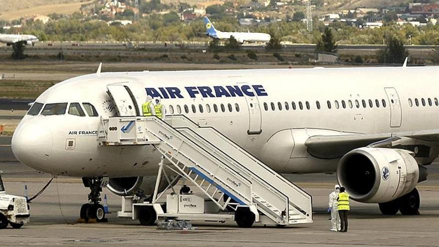 Un avión de Air France aterriza de emergencia en Canadá por la explosión de un motor