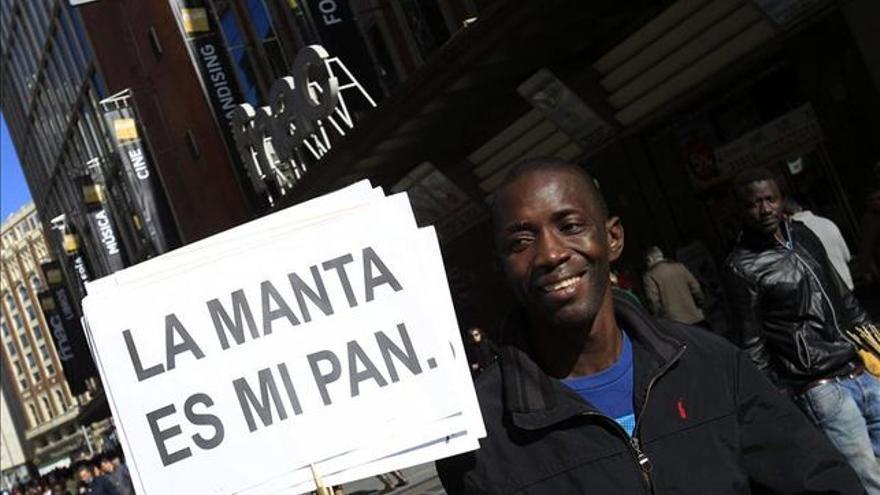 Vendedores ambulantes se manifiestan por la penalización del 'top manta'.