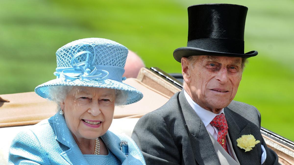La reina de Isabel II y su esposo, el duque de Edimburgo, en Ascot en 2012.