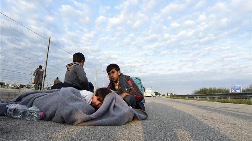 La afluencia de refugiados detiene el tráfico de trenes de Austria a Hungría