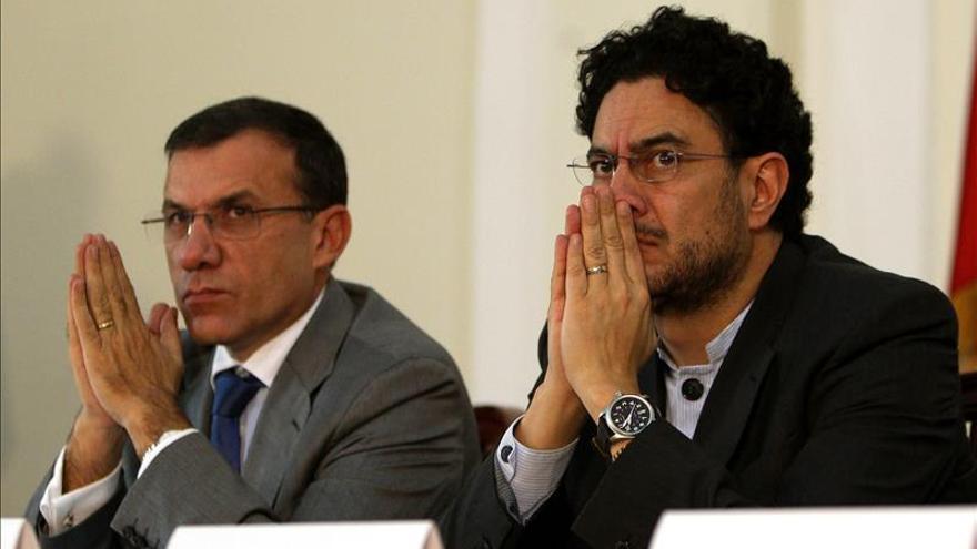 El presidente del partido gobernante en Colombia pide parar la locura de la guerra