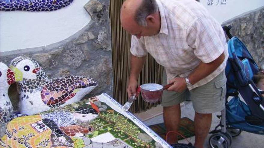 Uno de los artesanos de Artesanum en acción.