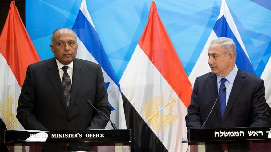 Shoukry insta a negociaciones de paz en primer visita a Israel desde 2007