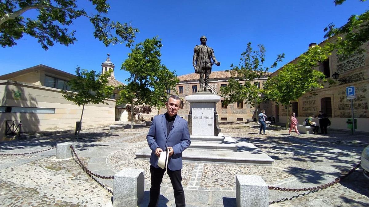 Lorenzo Silva en la plaza de Padilla de Toledo