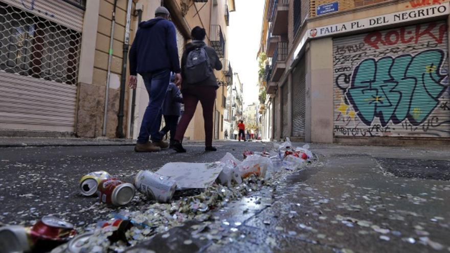 Una calle del barrio del Carmen la tarde de la cremà