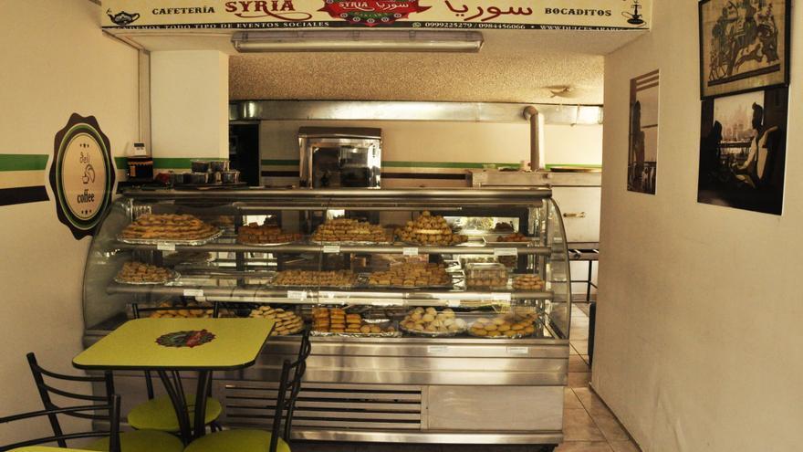 Tienda de dulces árabes regentada por un refugiado sirio en Quito.   Foto: Esteffany Bravo