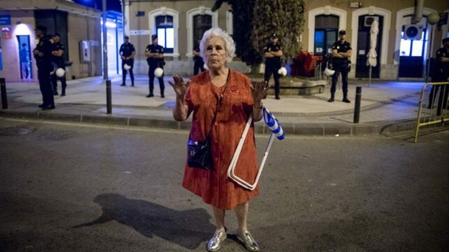 """Ana Jiménez Meseguer, conocida como """"la abuela de las vías"""", es una de las protagonistas de la exposición fotográfica #404 #404 / GIJÓN"""