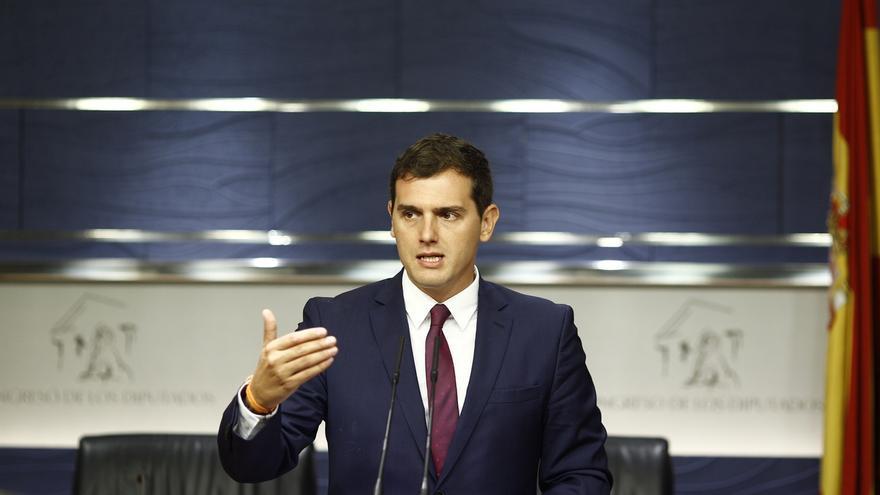 Ciudadanos recuerda a Rajoy que, según la Constitución, aceptar el encargo del Rey obliga a ir a la investidura