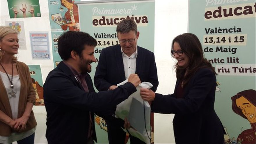 Vicent Marzà, Ximo Puig y Mónica Oltra, en un acto de la Primavera Educativa.