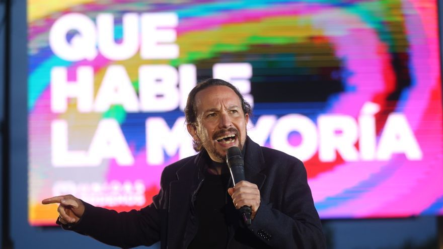 El candidato de Unidas Podemos a la presidencia de la Comunidad de Madrid y secretario general de Podemos, Pablo Iglesias interviene durante el acto de cierre de campaña del partido en el anfiteatro Lourdes y Mariano del parque de la Cuña Verde de Vicálva