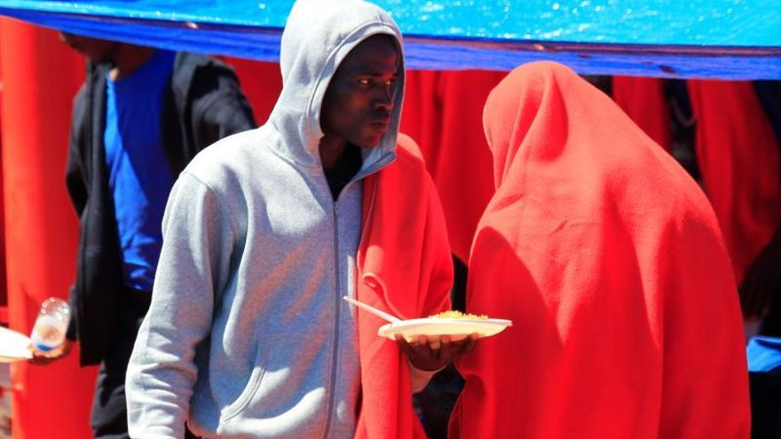 Rescatan a 240 inmigrantes de doce pateras en el Estrecho de Gibraltar