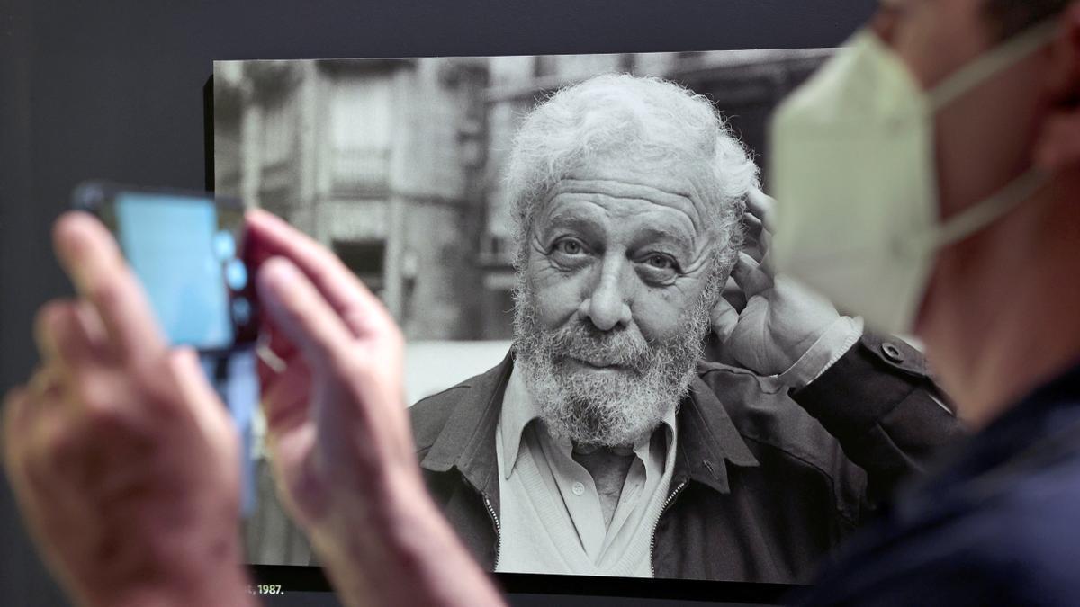 El legado que Luis García Berlanga depositó en la Caja de las Letras en 2008 se desveló el 10 de junio, al abrir la caja de seguridad en la que se encontraba en la sede del Instituto Cervantes de Madrid. EFE/ Biel Aliño/Archivo