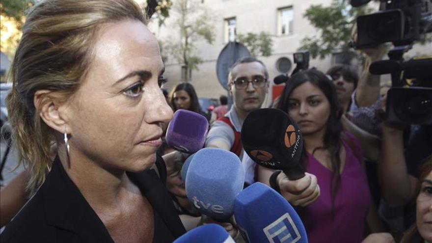 Chacón asegura que vale más una beca prometida por el PSOE que el paraíso de otros