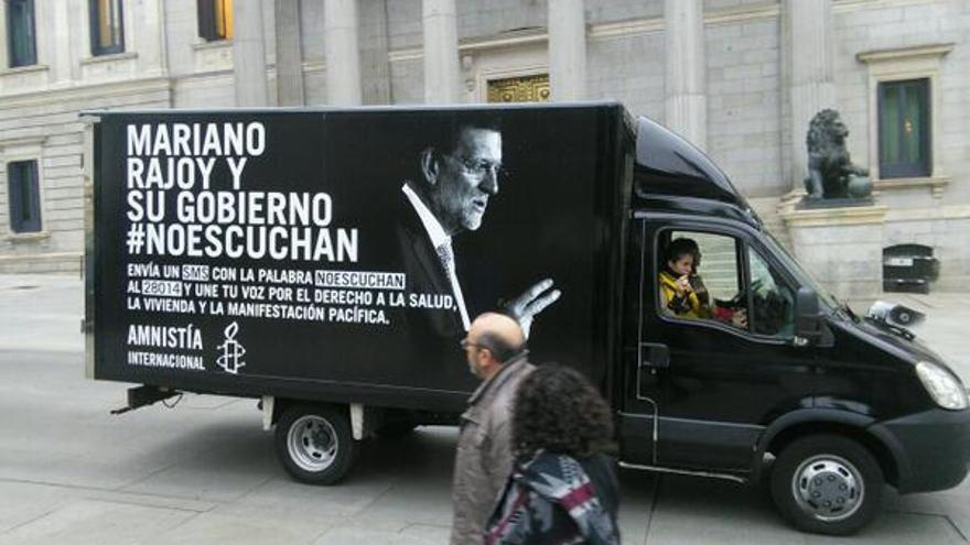 La furgoneta de AI ha llegado hasta el Congreso con las voces de 1.400 personas © Amnistía Internacional