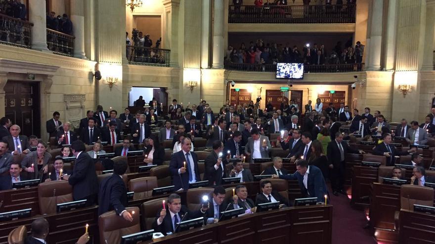 El Congreso de Colombia aprueba el acuerdo de paz firmado con las FARC
