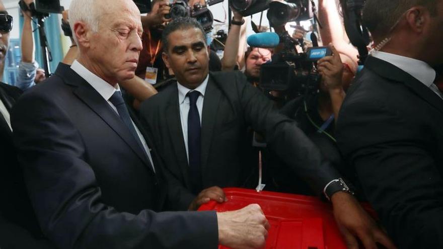 Kaïes Said gana las elecciones de Túnez, según los sondeos a pie de urna