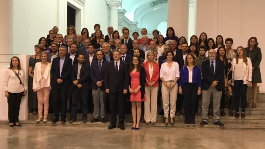 Representantes políticos y de la sociedad civil valenciana en la presentación del pacto contra la violencia machista