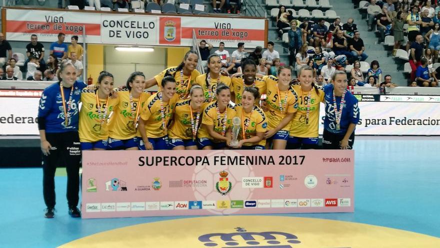 El Rocasa Gran Canaria celebra su primer título de Supercopa.