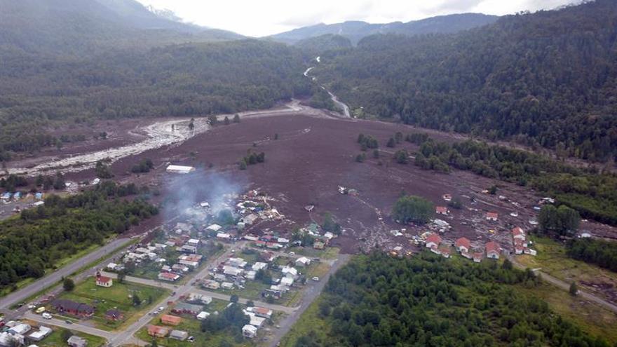 Aumentan víctimas y gobierno decreta zona de catástrofe por alud en Chile