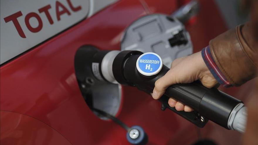 El crudo OPEP detiene su caída en 32,61 dólares, su precio más bajo en 10 años