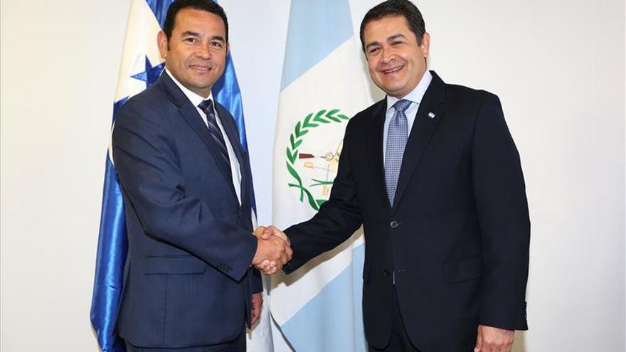 El presidente electo de Guatemala y el mandatario de Honduras abordan temas bilaterales