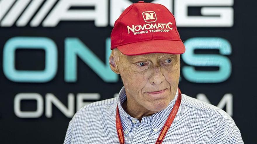 Niki Lauda y Thomas Cook presentan una oferta para comprar parte de Air Berlin
