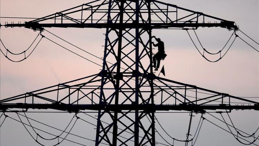 La CNMC retrasa la publicación de tarifa eléctrica anual por falta de datos