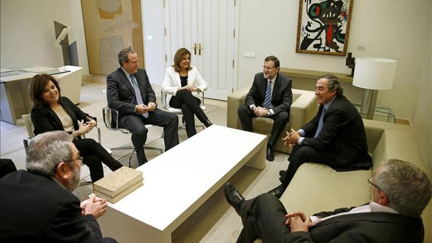 Rajoy se reunirá el próximo 16 de mayo con la patronal y los sindicatos