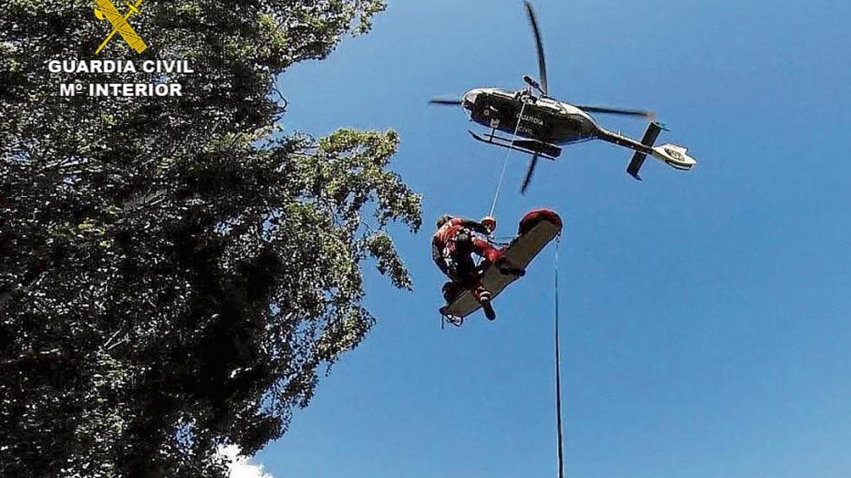 La mujer tuvo que ser rescatada por un helicóptero de la Guardia Civil