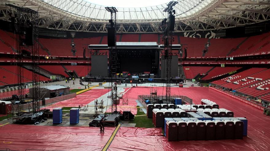 Todo preparado en el escenario de San Mamés para la llegada de los Guns N' Roses a Bilbao.