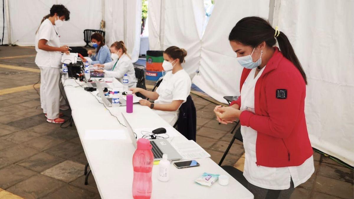 Imagen de archivo del equipo de vacunación de La Palma en el espacio habilitado en Los Llanos de Aridane.