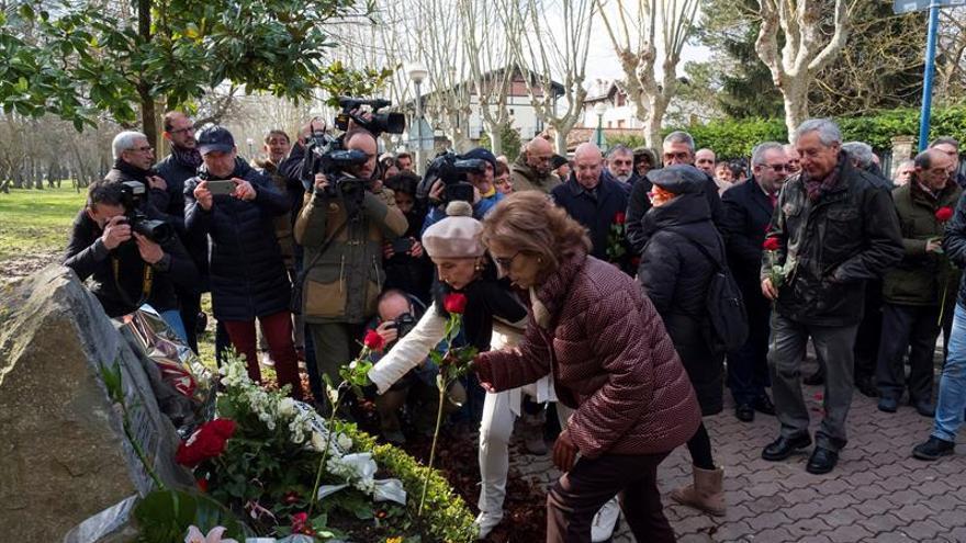Recuerdo unitario a Fernando Buesa y su escolta asesinados por ETA en 2000