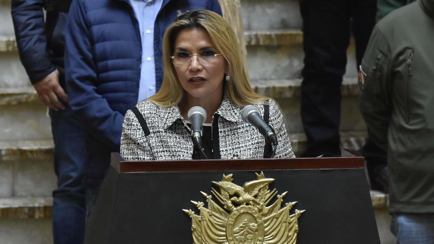 La expresidenta interina boliviana Áñez denuncia que el MAS la mandó a arrestar